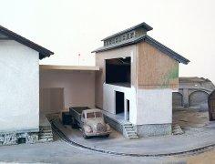 Dach und Gaupe aus einem Bausatz rausgeschnitten, der Rest aus Karton angebaut.